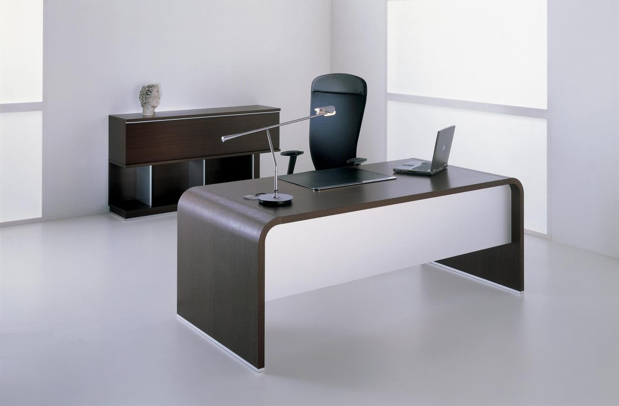 Difference Between Table And Desk Furniture In Dubai
